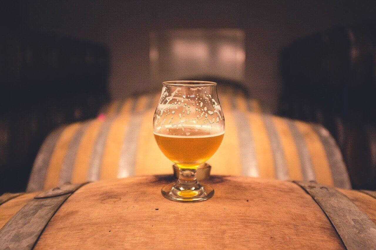 Senaste trenden inom hantverksöl är bland fatlagring av öl på exempelvis gamla Whiskeyfat, något som även Poppels experimenterar med.