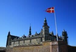 """""""Something is rotten in the state of Denmark"""", citat från Hamlet av William Shakespeare. Danmark inför nu negativa inlåningsräntor för personer med mer än 7.5 miljoner DKK på kontot!"""