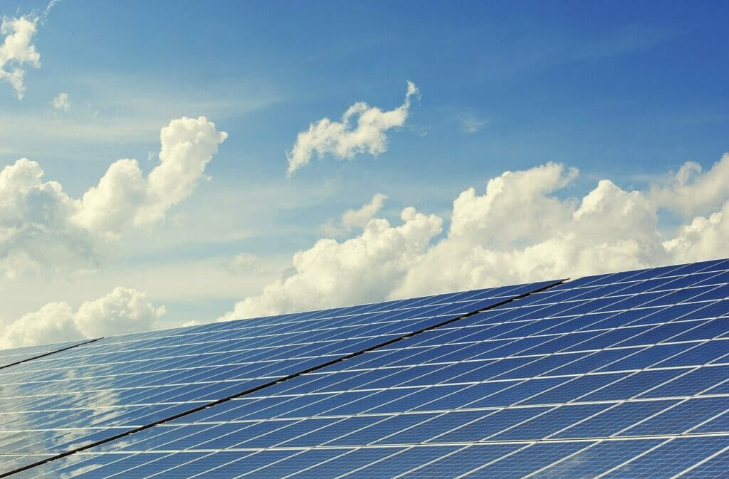 Det kan i vissa fall vara en riktigt bra affär att installera solpaneler