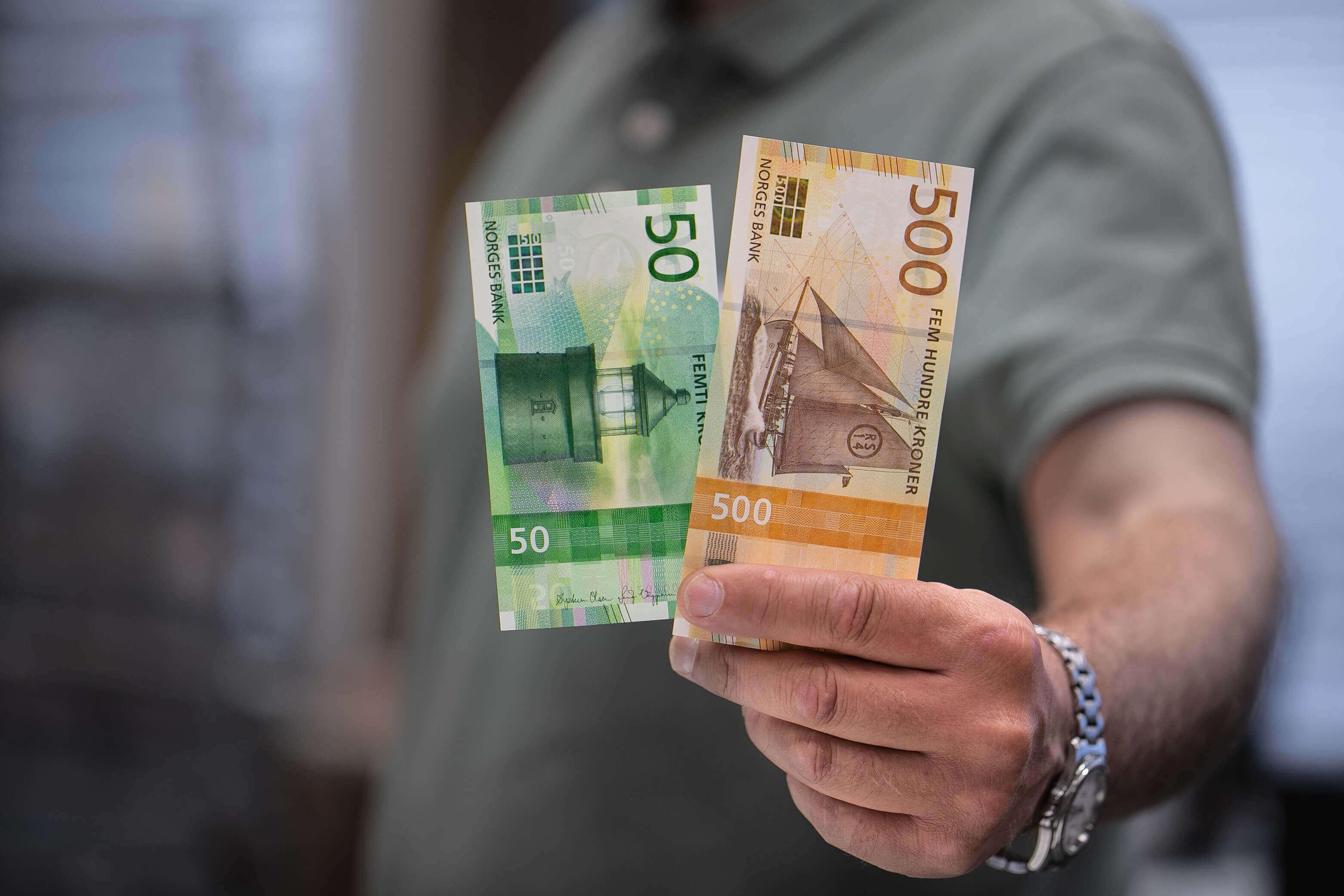 På grund av att reproräntan är högre i Norge än i Sverige är det dyrare att ta norska lån.