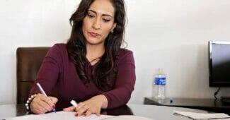kvinna som driver ett aktiebolag